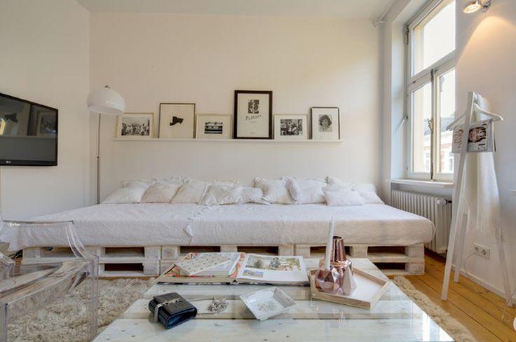 Un simple estante como alternativa al cabecero de cama - Cuadros como cabeceros de cama ...