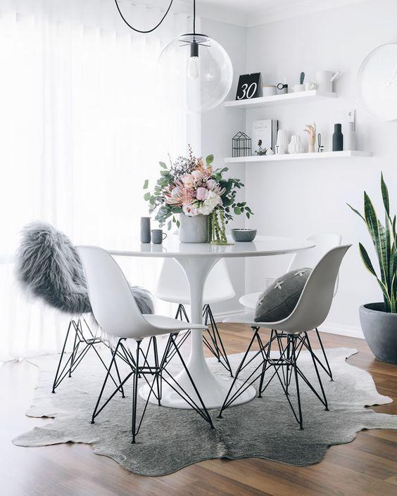 Dime qué mesa redonda tienes y te diré qué mix de sillas ...
